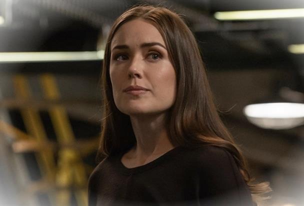 The Blacklist Saison 8 Episode 4 Elizabeth Keen Liz prepare unee8dhu3 6