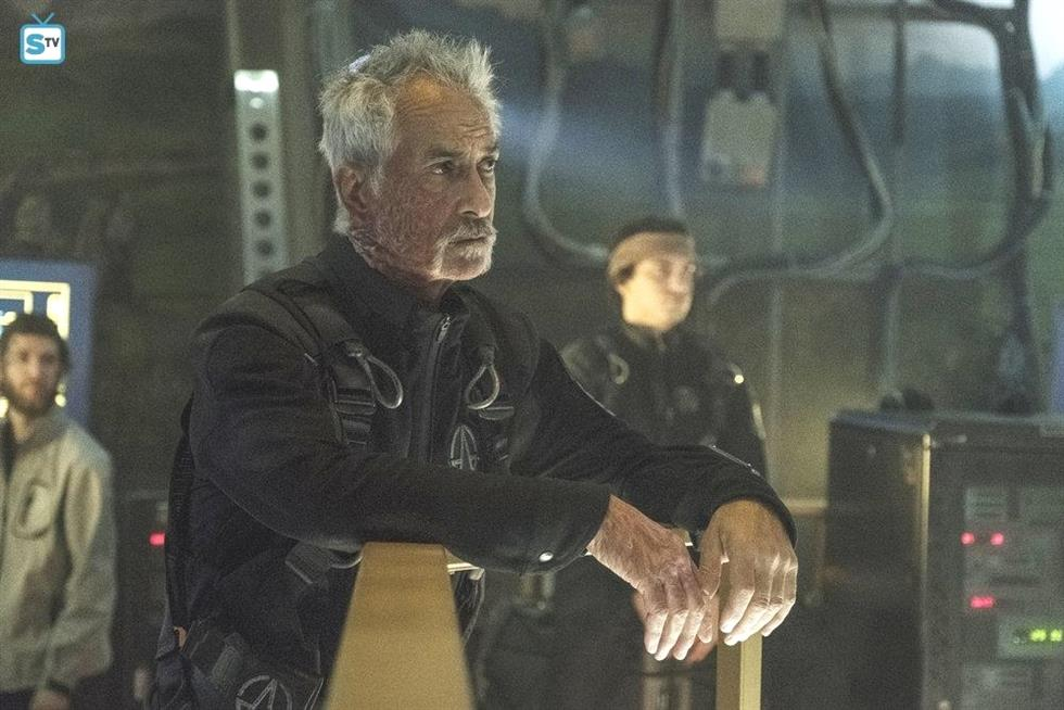 david strathairn The Expanse CsIFtP1qe 3 4