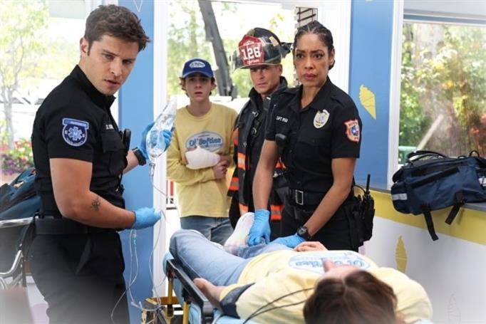 911 Lone Star Saison 2 Episode 10c5Bn7VGu 6