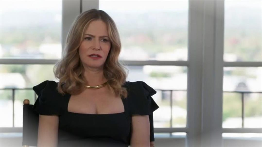 Saison 2 de Hunters la star dAtypical Jennifer Jason Leigh rejointXACLBYd 6