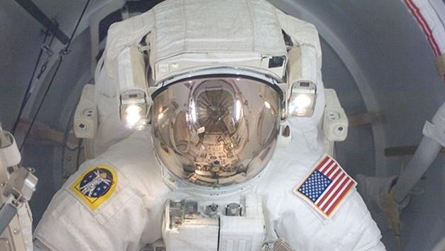 La NASA travaille sur un repoussepoussiere spatial et un casque AR mPo5Y5 2 4